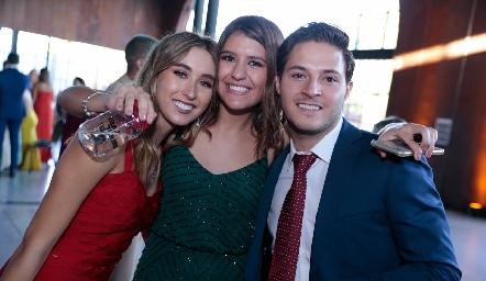 Sofía Vallejo, Regina Martínez y Alejandro Stevens.
