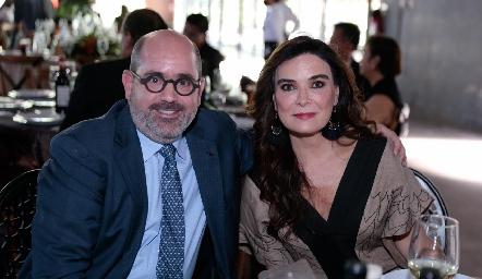 José Mario y Bárbara de la Garza.