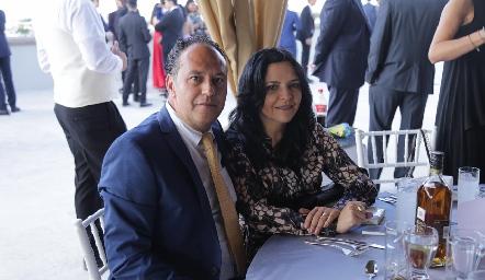 Carlos Isordia y Gaby Betancourt.