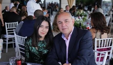 Natalia Machinena Torres con su papá Juan Carlos Machinena.