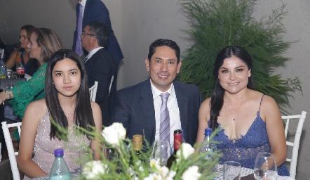 Marina Acosta, Edgar Acosta y Karla Zapata.