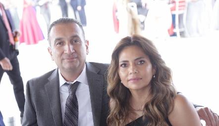 Carlos Flores y Erika Rodríguez.