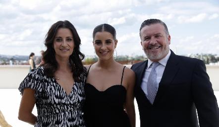 Mónica Galarza, Lorea y Rodrigo Gómez.