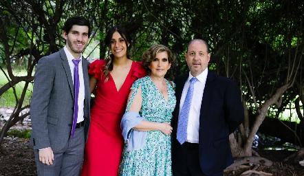 Alejandro Cosío, Leslie González, Alba y Rodrigo Cosío.