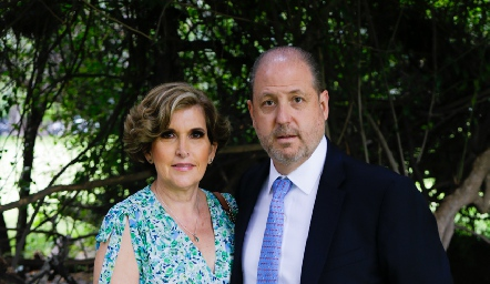 Alejandro Cosío y Leslie González.