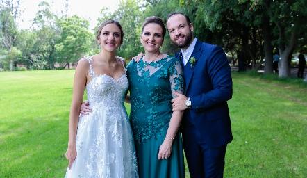 Paola Torre, Gabriela Gómez y Armando Cosío.