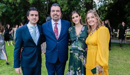 Guillermo, Javier, Patricia y Patricia Gómez.