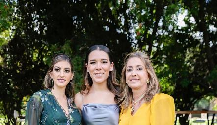 Paty Gaviño, Michell Cano y Patricia Gaviño.