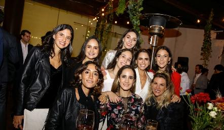 Ale Torres, Claudia Villasana, Sofi Torres, Adri de la Maza, Pau Aguirre, Carmelita Del Valle, Mónica Serrano, Dani Mina y Benilde Hernández.