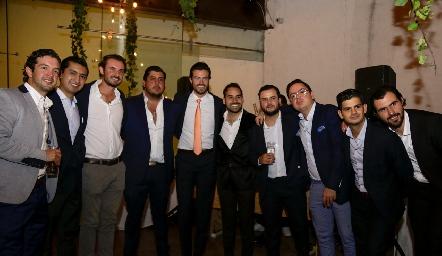 Roberto con sus amigos.