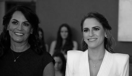 Raquel Altamirano con su hija Pau Aguirre.