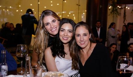 Paulet, Nidia y María Paula.