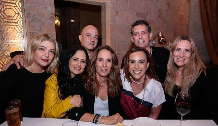 Jade Leija, Marcela Meade, Luis Miguel Meade, Liliana Martí, Ylenia Rodríguez, Bernardo Haro y Mónica Rodríguez.