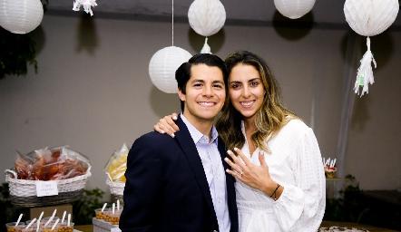 Arturo Hernández y Regina Oliva se comprometieron en matrimonio.