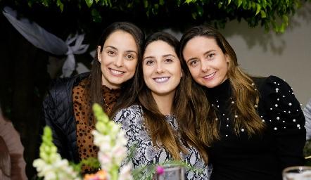 Paloma, Miriam y Ana Gaby Díaz Infante.