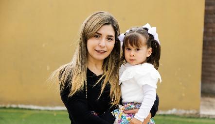 Claudia Lizaola y Eugenia.