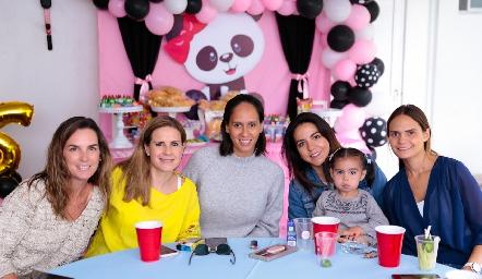 Miriam García con sus amigas.