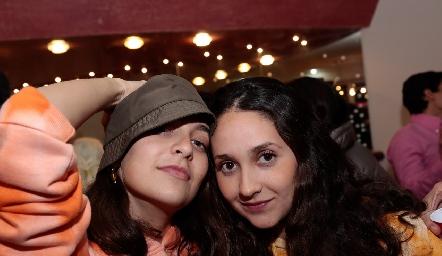 Paulina Escutia y Daniela.