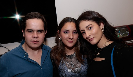 Pato Aranda, Úrsula Contreras y Valeria Calvillo.