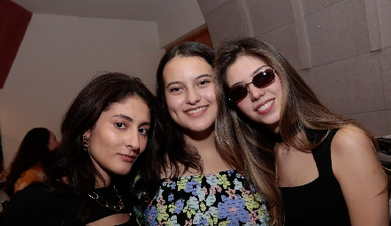 Valeria Calvillo, Alana Villarreal y Michelle Morales.