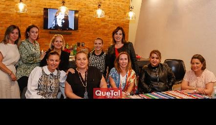 Montserrat Gutiérrez con sus amigas.
