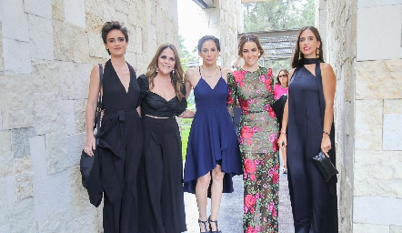 Adriana Prieto, Lucía Padrón, Rocío Madrid, Carla Bello y Alexa Quintana.