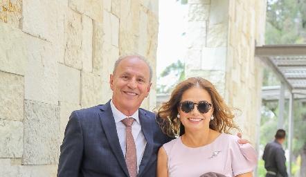 José Garza y Patricia Acosta.