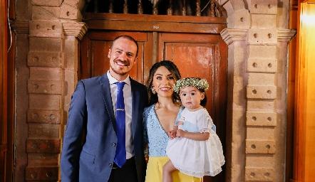 Pato Valle y Adri de la Maza con su hija Martina.