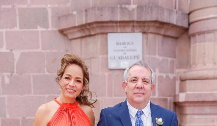 Ana Luisa Acosta y Pedro Torres, papás de Sofía.