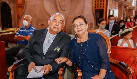 Francisco Javier Sánchez y Paloma Velázquez, papás del novio.
