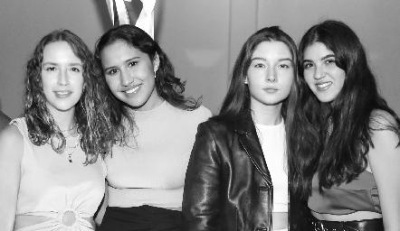 María MA, Jimena Montes, Camille y Natalia Gómez.
