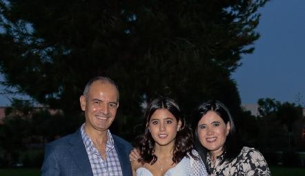 Héctor Navarro, María Navarro y Martha Aldrett.