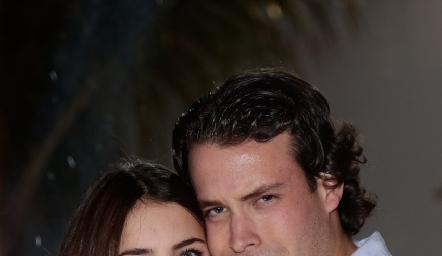 Alexa con su hermano Jean Franco Pizzuto.