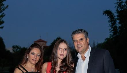 Claudia Altamirano, Kamila Dip y Salomón Dip.