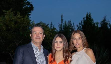 Jean Franco Pizzuto, Alexa Pizzuto y Alejandra Allende.