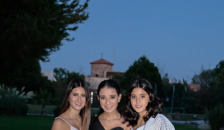 Isabela, Daniela y María Navarro.