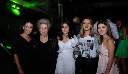 Daniela Navarro, Elsa Paramo, María Navarro, Mimí Navarro e Isabela Navarro.