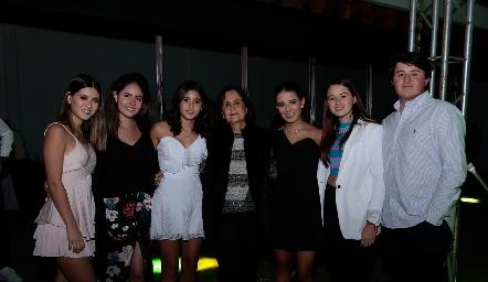 Isabella Navarro, Pau Aldrett, María Navarro, Martha Lee, Dani Navarro, Marisol y Jorge Aldrett.