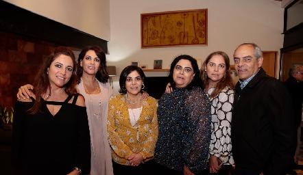 Los hermanos Altamirano Goytortúa: Claudia, Raquel, Yolis, Gabriela, Alba e Hilario.