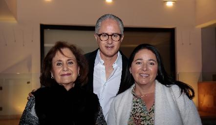 Martha Lee, Jorge Aldrett y Claudia de Aldrett.