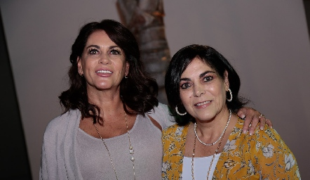 Raquel y Yolanda Altamirano.