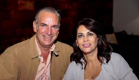 Jesús Aguirre y Raquel Altamirano.