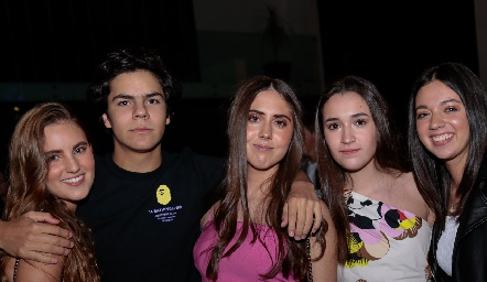 Camila de la Garza, Sebastián Leos, Mariana Torre, Sofía Garza y Geraldine Perales.