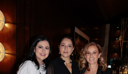 Christianne Cambeses, Adriana Calderón y Romina Madrazo.