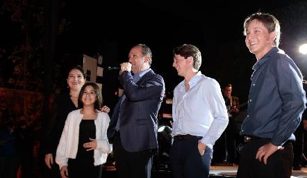 Adriana, Sofía, Manuel, Manuel y Santiago Toledo.