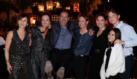 Ana. Claudia, Manuel, Santiago, Adriana, Manuel y Sofía Toledo.