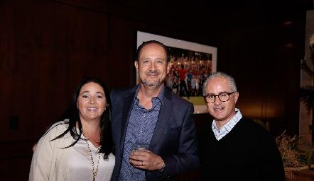 Claudia Álvarez, Manuel Toledo y Jorge Aldrett.