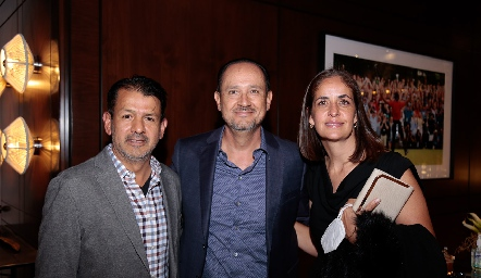 Obed Gutiérrez, Manuel Toledo y Paola Soto.