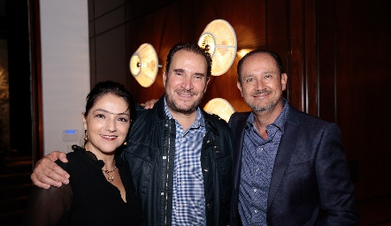 Adriana Calderón, Luis Nava y Manuel Toledo.