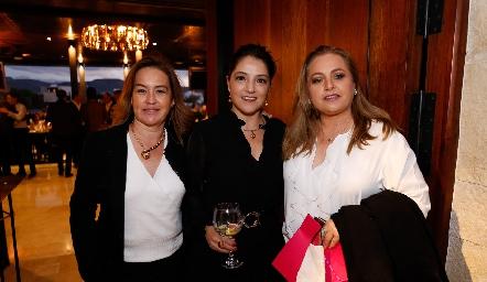Julieta Ortuño, Adriana Calderón y Monserrat Gutiérrez.